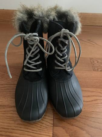 Photo Sperry Top-Sider White Water Faux Fur Black Duck Boots - $50 (Johnson City)