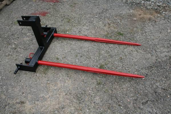 Photo TITAN 3 POINT HITCH REAR ROUND HAY BALE SPEAR - $375 (Port Crane)