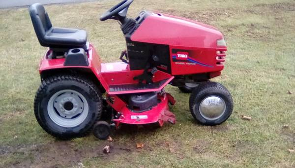 Photo TORO WHEEL HORSE 270 HYDRO RIDING MOWER - $650 (Owego)