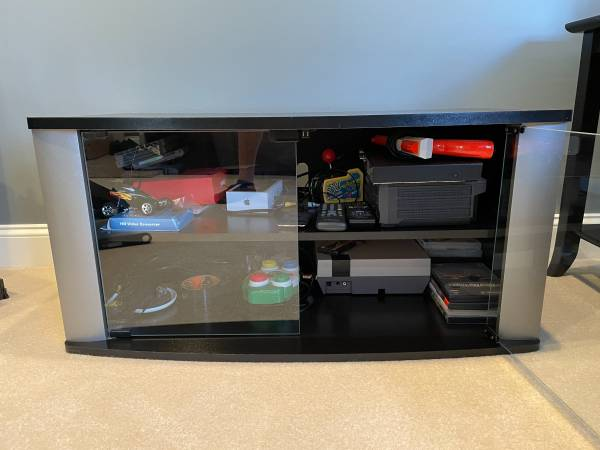 Photo TV stand with glass doors - like new - $35 (Endwell)