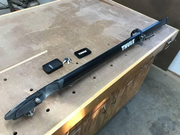 Photo Thule roof bike rack with lock - $75 (Greene)