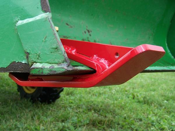 Photo Tractor Loader Bucket Edge Tamer For John Deere Kubota On Snow, Mulch - $55 (R2 Manufacturing)