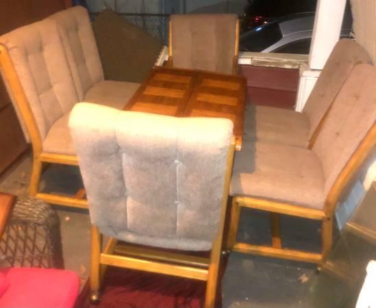 Photo VINTAGE SOLID OAK DINING ROOM SET - $599 (Binghamton)