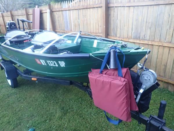 Photo Vintage 12 ft Fishing BoatMotorTrailer (fully restored) - $2,100 (Stamford)