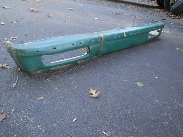 Photo 198039s S10 Blazer NOS GM front bumper part 547931 - $75 (shawsville)