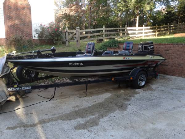 Photo 1989 Stratos 279V Bass Boat - $2,600 (Winston-Salem)