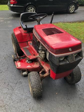 Photo 1991 wheel horse 252H lawn tractor with Kawasaki engine - $575 (Blacksburg)