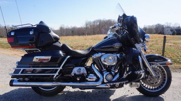 Photo 2010 Harley Davidson Electra Glide Ultra Classic - $12,000 (Powhatan)