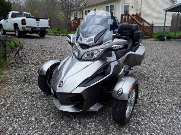Photo 2011 Can Am Spyder Se5 - $13,000 (Prospect Va.)