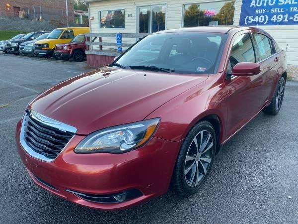 Photo 2012 Chrysler 200 S Sport - $6,500 (Franklin St, Christiansburg)