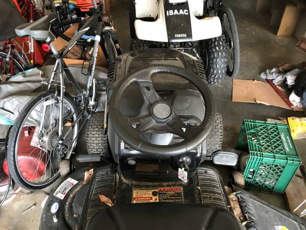 Photo Craftsman Riding Mower - $400 (Christiansburg)