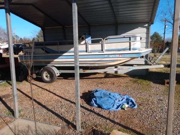 Photo Hurricane Deck Boat V6 Mercruiser - $2,300 (Winston Salem)