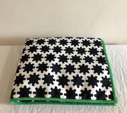 Photo Ikea blackwhite pet blanket - $10 (Blacksburg)