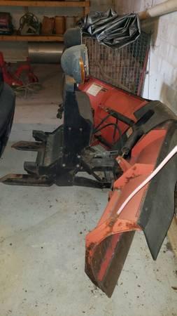 Photo Snow plow Boss V-blade ,salt spreader and a pallet of salt - $8,800 (Austinville)