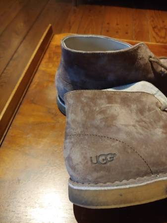 Photo Ugg mens suede desert style boots - $35 (Christiansburg)