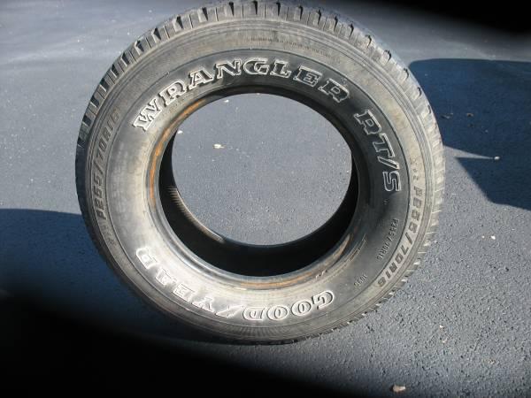 Photo Used Goodyear Wrangler 2557016 tire. - $15 (Blacksburg)