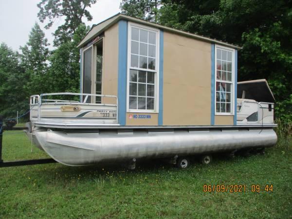 Photo reduced 24 foot pontoon 60 hp enclosed large pontoons - $5,500 (Walnut Cove)