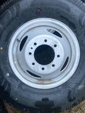Photo 16 Ford dually wheels - $60 (Boone)