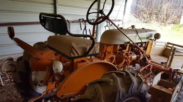 Photo 1972 Farmall Cub tractor - $2300 (Crumpler)