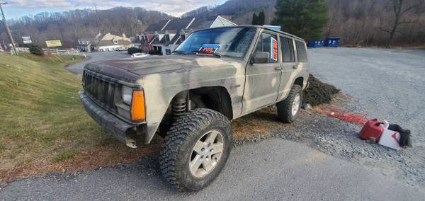 Photo 1996 Jeep Cherokee 4.0 5 Speed Lifted Rubicon wheels AW15 HP30 8.25 XJ - $1600 (Foscoe NC)