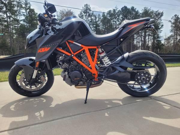 Photo 2014 KTM 1290 Super Duke R - $9,900 (Huntersville)