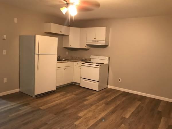 Photo 2BR1BA basement apartment for rent (655-3 Howard39s creek rd)