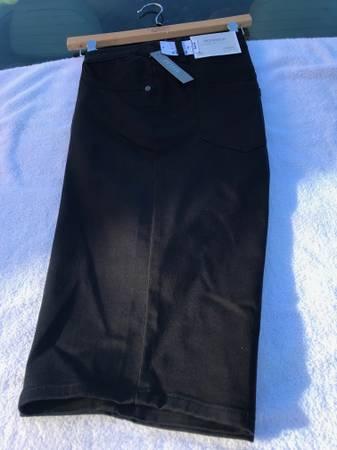 Photo Christopher  Banks Woman39s Shorts Size 16 Petite - BLACK - $35 (Knoxville)