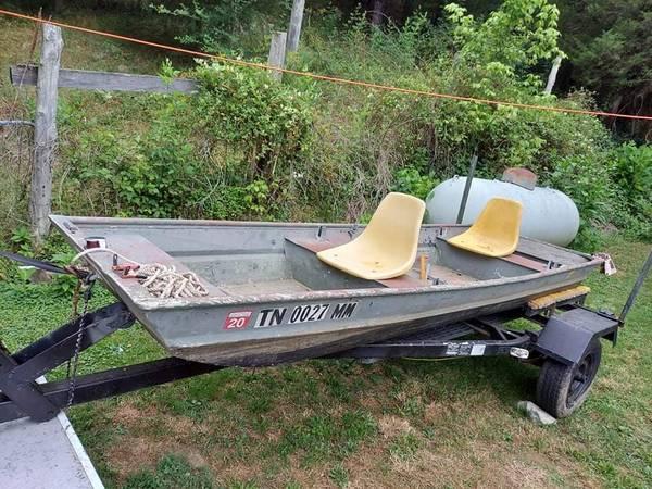 Photo Flat bottom fishing Boat SALE OR TRADE - $1,000 (Bristol tn)