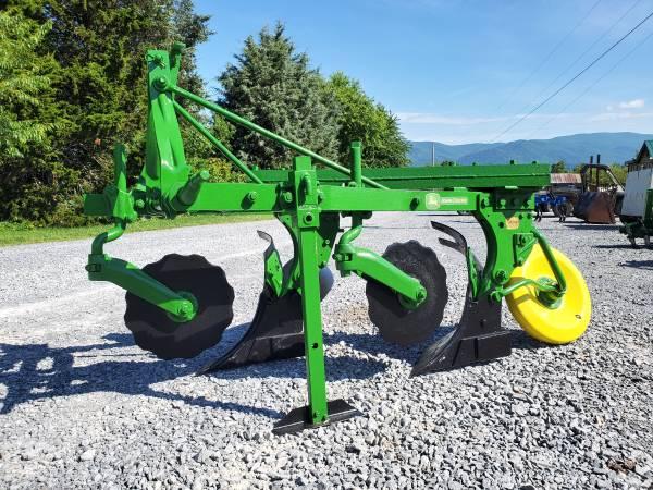Photo John Deere 2 Bottom plow - $1,000 (Elizabethton)
