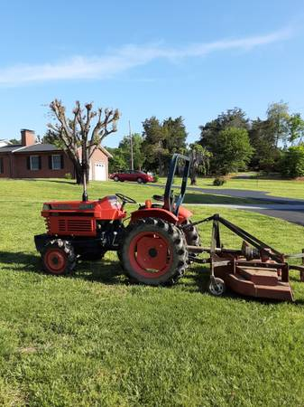 Photo Kubota Tractor - $5,000 (Connelly Springs)