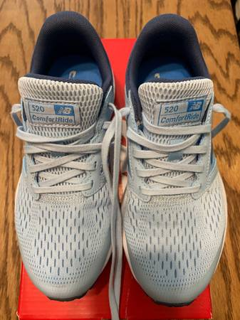 Photo New Balance Women39s 520v5 Running Shoes size 6.5 - $30 (Winston Salem)