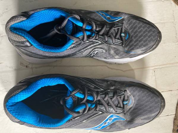 Photo Quality mens running shoes 9.5 - $25 (Burnsville)