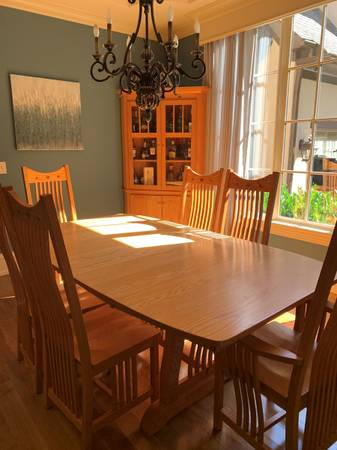 Photo Solid Oak Dining Room Set - $2,000 (Mooresville, NC)