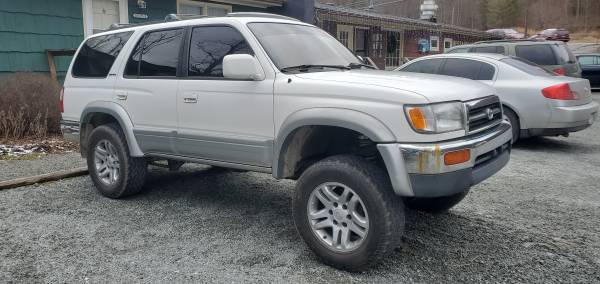 Photo Toyota Sequoia 17 inch wheels with tires - $200 (Fosoce NC)