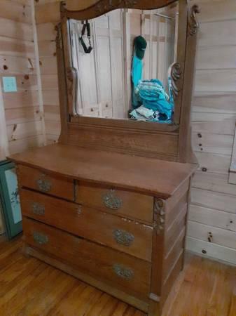 Photo Vintage oak dresser with mirror - $200 (Globe)