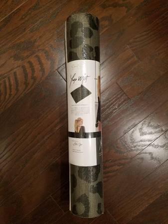 Photo Yoga Mat By Jessica Simpson Black And Gray NEW - $20 (South Charlotte)