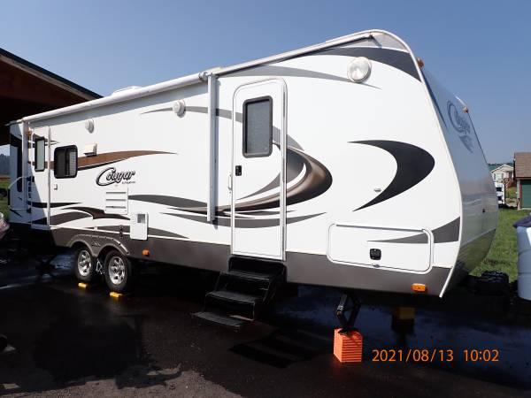 Photo 2014 Keystone Cougar 27RLSWE travel trailer - $19,500 (West Yellowstone)