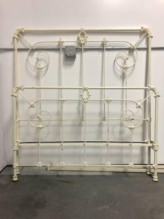 Photo Antique Wrought Iron Bed Frame - $200 (Belgrade)