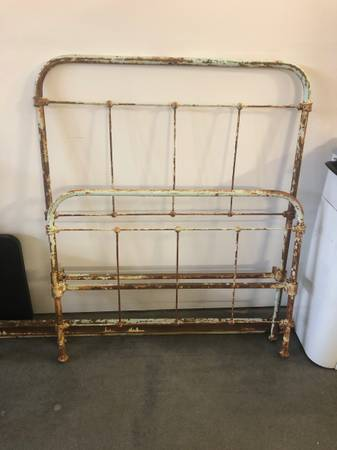 Photo Antique Wrought Iron Twin Bed Frame - $100 (Belgrade)