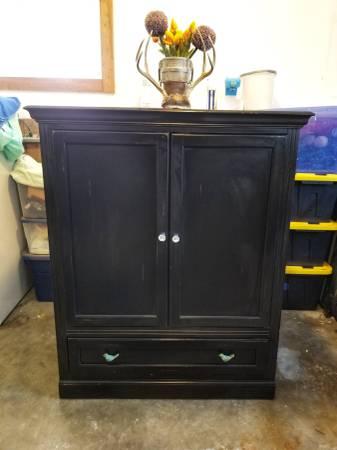 Photo Beautiful Shabby Chic Cabinet - $70 (Three Forks)