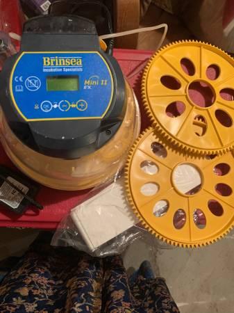 Photo Brinsea Mini 2 ex incubator - $175 (Whitehall)