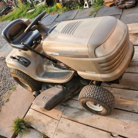 Photo Craftsman 42in 21.5 hp riding mower