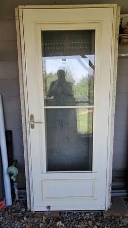 Photo Exterior Door with Storm Door - $100 (Belgrade)
