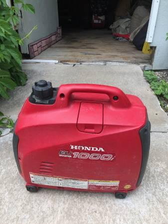 Photo Honda 1000 inverter generator - $400 (Bozeman)