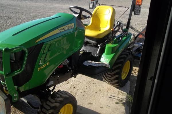 Photo John Deere 1023E lawn tractor - $9950