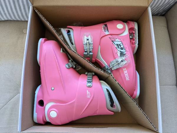Photo Kids Roces 19-22 adjustable girls ski boots (used) - $95 (Bozeman)