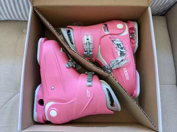 Photo Kids Roces 19-22 adjustable girls ski boots (used) - $50 (Bozeman)