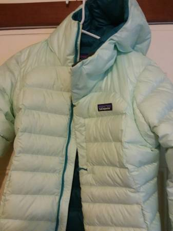 Photo PATAGONIA FANTASTIC WOMEN39S SUPER LITE DOWN..WITH HOOD - $125 (Bozeman)