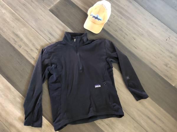 Photo Patagonia 14 zip fleece and hat womens Medium - $30 (Bozeman)