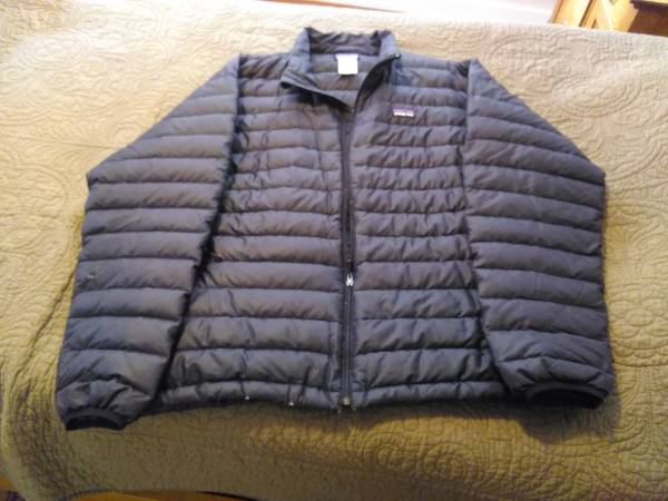 Photo Patagonia down coat - $60 (Three forks)